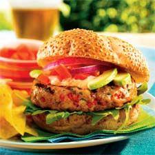 Hamburger de poulet, mayonnaise aux poivrons rôtis