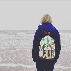 Aus der Reihe: Glückliche Kunden am Meer. Die liebe Ulrike aka. @donnerstagsonntag trägt ihren SAVE THE FOREST Matra Mini von @ykraco durch Wind, Wetter und Salzwasserluft. ☁️🌬🌊 Was ist da nur drin? Heißer Tee und ein Kompass? 🍵🏹⚓️🗺 Wir haben noch mehr tolle Matra Minis und sowieso noch 1000 andere tolle Rucksäcke. 🎒🤗 Wisst ihr ja... #linkinbio – #wildhoodstore #happycustomers #happycustomerhappyme #happycustomer #supportsmallbusinesses #smallbusinesssaturday #shoplocal #shopsmall…