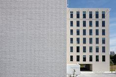 Röben Klinker, Bricks | Bürogebäude, Gent (BE) | Klinker: Röben Keramik-Klinker ESBJERG und OSLO perlweiß, glatt im DF | Planung: Arch & Teco Architecture & Planning, Gent (BE) | Ausführung: GROEP VAN ROEY, Rijkevorsel (BE) | Foto: André Nullens, Londerzeel (BE)