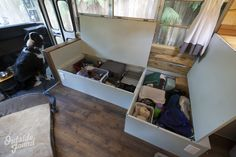 Welcome to the Outside Found School Bus Conversion Tour! Tons of photos of our finished Skoolie, from living room to kitchen and even full bathroom! School Bus House, Old School Bus, Diy School, Kombi Motorhome, Bus Camper, Campers, Transit Camper, Bus Living, Tiny Living