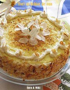 » Tort cu crema fina de lichior de ouaCulorile din Farfurie Romanian Desserts, Romanian Food, Romanian Recipes, Sweets Recipes, Cooking Recipes, Something Sweet, Cakes And More, Cake Decorating, Bakery