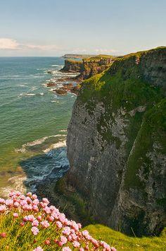 North Antrim coast near Dunluce Castle, Northern Ireland (by Strabanephotos).