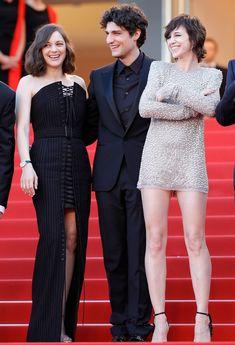 Cannes 2017 : les plus beaux looks des stars sur le tapis rouge | Glamour Marion Cotillard, Louis Garrel et Charlotte Gainsourg