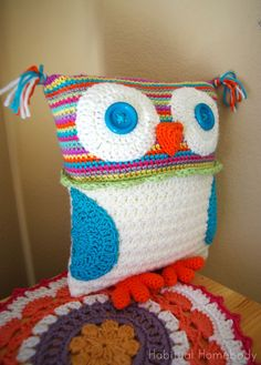 """Crochet Owl Pillow (and a sorta tutorial)- do this one """"combined"""" with the other one (not pinned yet) so you have the scallops/crocodile stitch on the tummy"""