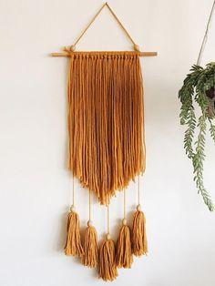 Macrame and woven decor. Yarn Wall Art, Yarn Wall Hanging, Diy Wall Art, Wall Hangings, Macrame Wall Hanging Patterns, Macrame Patterns, Diy Arts And Crafts, Diy Crafts, Deco Boheme