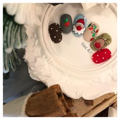 Cute holiday nails winter Ideas for 2020 Christmas Nail Polish, Cute Christmas Nails, Xmas Nails, Christmas Nail Designs, Cute Nail Art, Christmas Nail Art, Holiday Nails, Cute Nails, Pretty Nails
