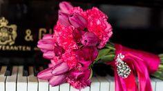 bukiet ślubny fuksja, bukiet ślubny z tulipanów i goździków