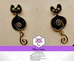 Zarcillo Gatos negros elaborados en alambre y resina