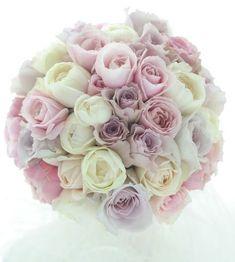 ホテルニューオータニ様へお届けしたブーケでした。フェアビアンカもフォルムも香りのすばらしいバラです。では皆様今日もお疲れ様でした。あっというま!でも明日は...