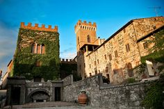 History of the Castello Ginori di Querceto and its medieval village in Tuscany Val di Cecina an ancient fortified village near Volterra with apartments