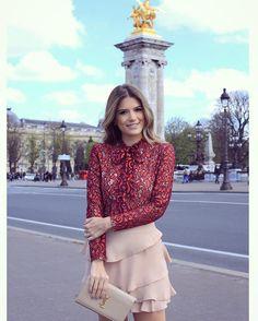 """""""{De hoje} Look @donnaritzoficial para loja @closetdamay Camisa de lacinho (que não poderia faltar né? ) • #lookdodia #closetdamayviaja #paris…"""""""