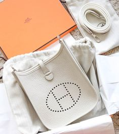Discover recipes, home ideas, style inspiration and other ideas to try. Hermes Evelyn Bag, Hermes Bags, Hermes Handbags, Hermes Birkin, Purses And Handbags, Designer Handbags, Trendy Purses, Kim K Style, Kendall And Kylie Jenner