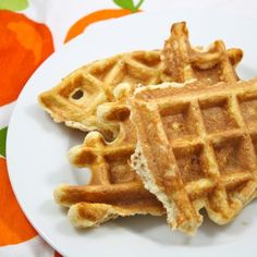 Low Carb Waffles We have all been ripped off. Waffles have ripped me off! I have been jipped by a breakfast item. This is not as pathetic as it sounds. I take great pride in my appetite. My ability to wolf down a p Breakfast Items, Low Carb Breakfast, Breakfast Recipes, Diabetic Recipes, Low Carb Recipes, Cooking Recipes, Keto Foods, Coconut Flour Waffles, Low Carb Waffles