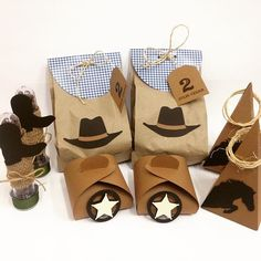"""Kit personalizados para festa country do Julio Cesar <span class=""""emoji emoji1f434""""></span> #personalizados #festainfantil #festainfantilpersonalizada ... Cowboy First Birthday, Country Birthday, Cowgirl Birthday, Toy Story Birthday, Toy Story Party, Rodeo Party, Cowboy Theme Party, Western Party Decorations, Western Parties"""