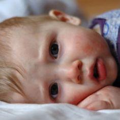 Le croup (laryngo-trachéo-bronchite) est un terme général qui désigne une infection aiguë se manifestant par une toux rauque (son similaire à un aboiement) et possiblement une voie enrouée. D'ordinaire, le croup est causé par une infection virale qui entraîne l'inflammation des voies respiratoires supérieures (cordes vocales, trachée et bronches (petits conduits aériens)) chez les jeunes enfants.