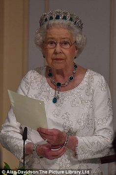 The Queen dazzles in a tiara at Commonwealth Heads of Government dinner in Malta | Daily Mail Online