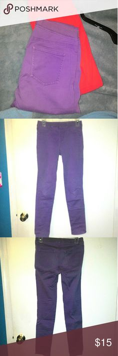 """Uniqlo pants Light purple skinny pants; these are pull on without a button and zipper closure. These hit at the ankle on me and I am 5'1"""". The fabric is very soft and flexible. I have worn these only once for graduation photos.   I am open to trading and price negotiations, just let me know :-) there's also a 10% discount when you purchase 3+ items from my closet ! Uniqlo Pants Ankle & Cropped"""
