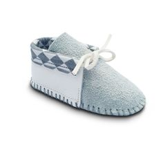The Snow Owl is inspired by traditional Native American moccasins, which are made of soft leather stitched together with sinew. Blending cultural traditions with modern design, our Native American art Native American Baby, Native American Moccasins, Native American Beading, Native American Fashion, Native American Crafts, American Art, Baby Moccasin Pattern, Native Design, Nativity Crafts