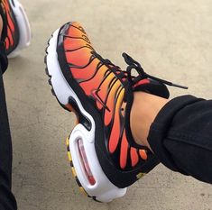 Sneakers Nike Air Max Casual Ideas Source by shoes Nike Air Max Plus, Cute Sneakers, Sneakers Nike, Sneakers Women, Shoes Women, Basket Style, Tn Nike, Nike Air Shoes, Nike Socks