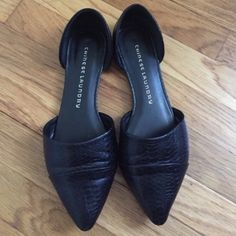 Dorsey flats Black croc style vegan leather Dorsey flats. Great condition and such a staple item that go with everything. Comfortable and great for work to an evening out. These fit TTS     ✭ open to offers  ✭ no Paypal  ✭ good vibes only Chinese Laundry Shoes Flats & Loafers