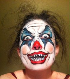 Crazy clown Halloween makeup - I think the messy hair makes it scarier! Scary Clown Halloween Costume, Scary Clown Face, Scary Clown Makeup, Clown Faces, Pretty Halloween, 80s Costume, Clown Mask, Halloween Foods, Halloween 2017