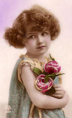 The young lady Éphémères Vintage, Photo Vintage, Vintage Labels, Vintage Ephemera, Vintage Girls, Vintage Beauty, Vintage Paper, Vintage Postcards, Vintage Prints