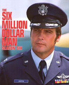 The Six Million Dollar Man. Lee Majors é Steve Austin astronauta que sofre um acidente em que paraquedas não abre e ele tem partes suas reconstruídas como se ele fosse robo, as suas pernas um braço e a visão