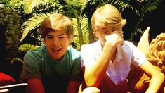 You guys do realize you're twins, right?   The Unabridged Sprouse Twins Twitpic War
