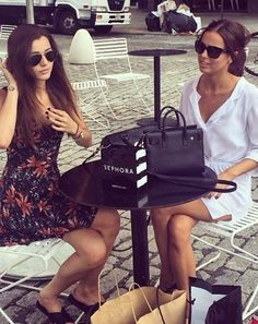 Beautiful El and Sophia!! Two of the beautiful one direction girlfriends!