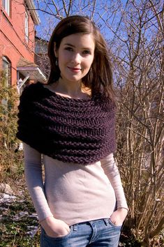 Pattern: Magnum Caplet Yarn: Cascade Magnum in colourway 9408 Needles: US 15 / mm circulars Mods: I don't do a lot of super bulky knitting, and Col Crochet, Crochet Shawl, Crochet Scarves, Crochet Clothes, Knitted Capelet, Crochet Capas, Knitting Patterns, Crochet Patterns, Loom Knitting