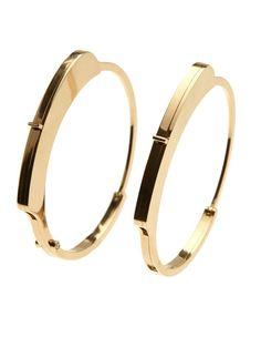 Le bracelet menotte de Kim Mee Hye