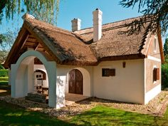 Cordwood Homes, Adobe House, Cute Cottage, Mediterranean Style Homes, Weekend House, Natural Building, Cottage Homes, Little Houses, Victorian Homes