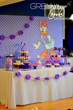 Daisy Duck-themed Birthday Party