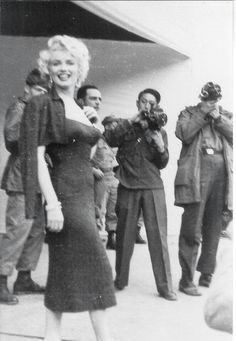 Marilyn Monroe in Korea, February Famous Movies, Iconic Movies, Marilyn Monroe Old, Bad Photos, Couple Photos, Actor Studio, Old Hollywood Stars, People Of Interest, Norma Jeane