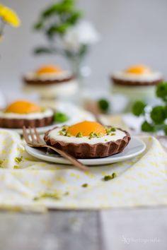Für die Ostertafel: Süße Spiegeleier-Tartelettes mit Schokolade und Frischkäse-Quark-Creme