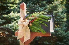 Holiday mailbox decoration ideas.