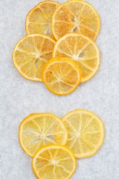 Candied Lemon Slices Candied lemon slices are an easy to make garnish to dress up your favorite desserts. Use candied lemons for cake decorating, pies, cupcakes, and more. Candied Lemon Slices, Candied Lemons, Candied Fruit, Lemon Mug Cake, Lemon Cupcakes, Vanilla Cake, Lemon Dessert Recipes, Lemon Recipes, Sweets Recipes