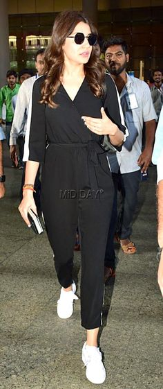 Anushka Sharma was spotted at the Mumbai airport in a black tracksuit Celebrity Summer Style, Celebrity Outfits, Celebrity Look, Casual Summer Outfits, Stylish Outfits, Cool Outfits, Fashion Outfits, Bollywood Celebrities, Bollywood Fashion