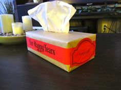 Decorated tissue boxes for happy years - tutorial