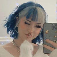 Hair Color Streaks, Hair Dye Colors, Hair Color Ideas, Funky Hair Colors, Hair Color Blue, Shot Hair Styles, Curly Hair Styles, Short Grunge Hair, 90s Grunge Hair