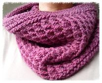 This pattern is available as a free Ravelry download Radiant is a chunky easy cowl for those cold winter days