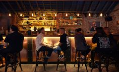 Garden State Hotel Bar is one such destination which comes with no dull moment and serves the best drinks in a happening atmosphere to entertain the guests in Melbourne. Looking for the best bars in… Melbourne Bars, Bottomless Brunch, After Work Drinks, Pub Design, Drink Photo, London Pubs, Best Places To Eat, Cool Bars, Fun Drinks