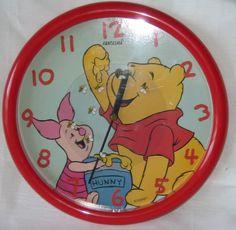 Vintage Winnie The Pooh Disney Fantasma clock.