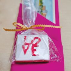 Love cookie favors // photo by: BG Productions // Favors: Van Earl's Cakes