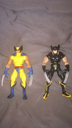 2 Marvel Legends Wolverine target red hulk series both variants.