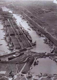 London's Docks, now London City Airport London Pictures, London Photos, Old Pictures, Old Photos, Victorian London, Vintage London, Old London, London City, Baker Street