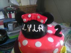 Mickey/Minnie cake Krystal's Kreations Worc