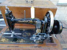 Vintage Old Antique Naumann Hand Crank Sewing Machine Case & Key nähmaschine