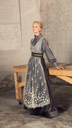 Fantasibunad #EvaLie Scandinavian Fashion, Folk Costume, Traditional Dresses, Traditional Fashion, Character Outfits, The Dress, Larp, Festival Fashion, Landscape Photography