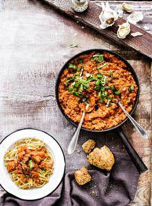 Härkis-pastakastike | K-Ruoka #härkis #härkäpapu #vegaaninen Raw Food Recipes, Vegetable Recipes, Vegetarian Recipes, Cooking Recipes, Healthy Recipes, I Love Food, Good Food, Pesco Vegetarian, Cheap Vegan Meals